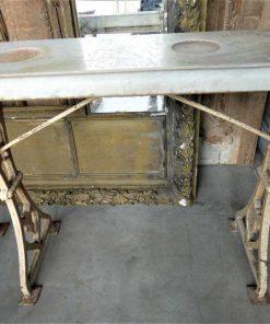 Antieke sidetable met gietijzeren onderstel en wit marmeren blad-4