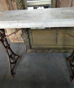Antieke sidetable met gietijzeren onderstel en wit marmeren blad-5