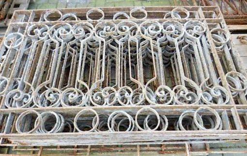 Laag antieke smeedijzeren hekwerk ca 75 cm hoog-1