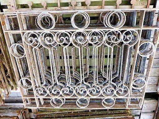 Laag antieke smeedijzeren hekwerk ca 75 cm hoog-3