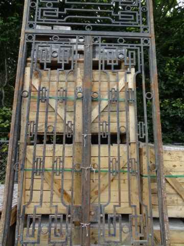 hoge smeedijzeren poort met bovenlicht-2