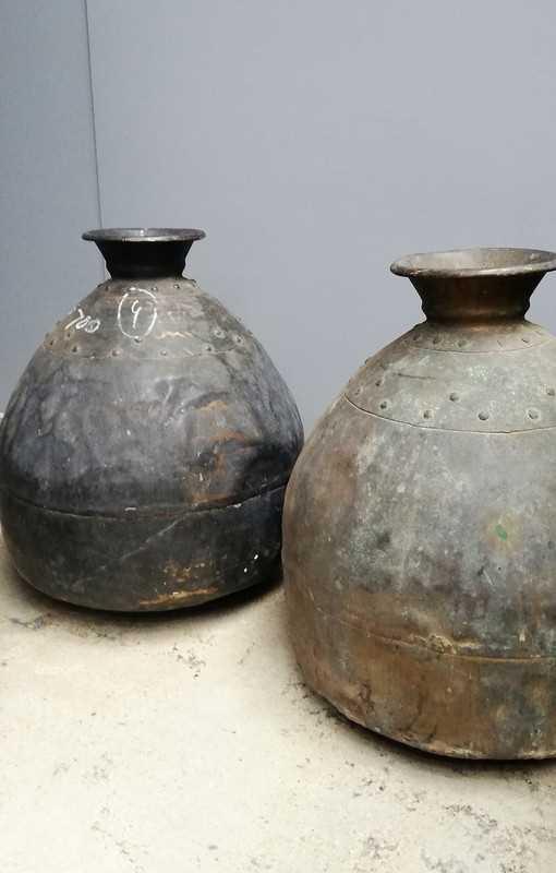 Antieke bronzen potten / kruiken-1