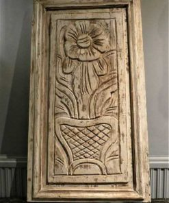 Wooden panel with flower decoration-1