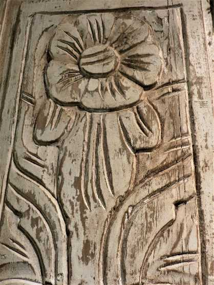 Wooden panel with flower decoration-2