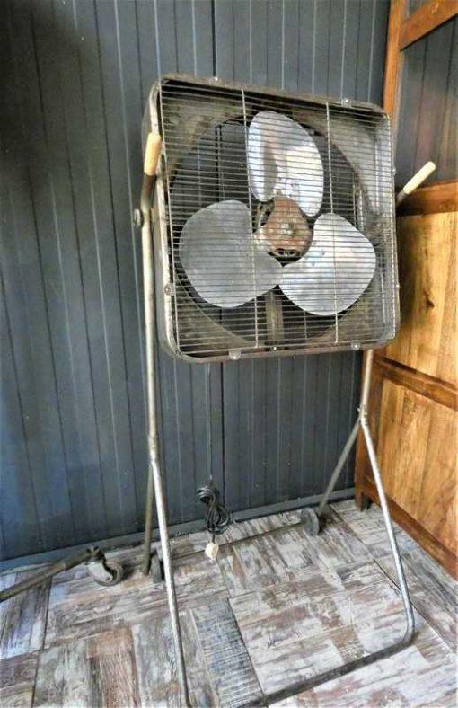 Antieke vintage staande ventilator-1