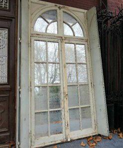 Grote spiegel in kozijn van antieke deur-2