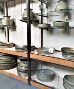 Oude koperen schalen