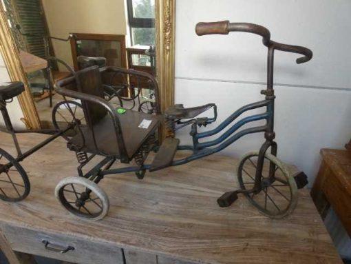 Oude ijzeren fietsjes.-1