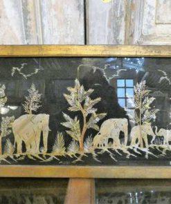 Oude houten lijsten met uit bamboe gesneden tafereel-1