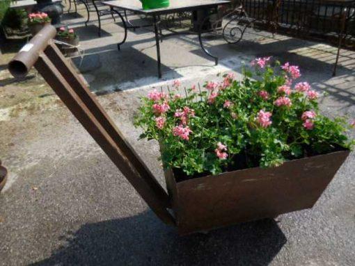 Old decorative iron cart-1