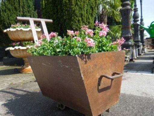 Old decorative iron cart-3