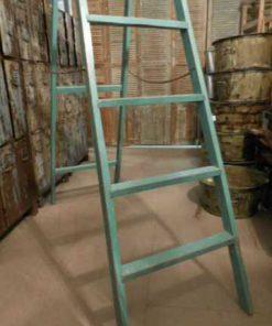 Oude opgeknapte bibliotheek ladder-3