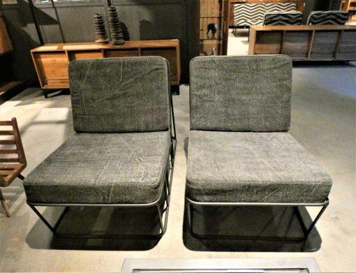 Strakke fauteuil bekleed met donker grijze stof en metalen frame-1