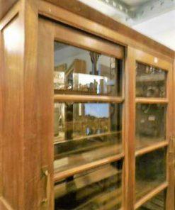 Antieke vitrine kast met aan 2 kanten kasten-2
