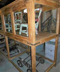 Antieke vitrine museum kast op hoge poten-2
