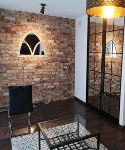 Spiegel in antieke gotische houten lijst-1
