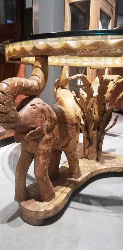 Vintage ronde salon tafel met uit hout gesneden olifanten-2