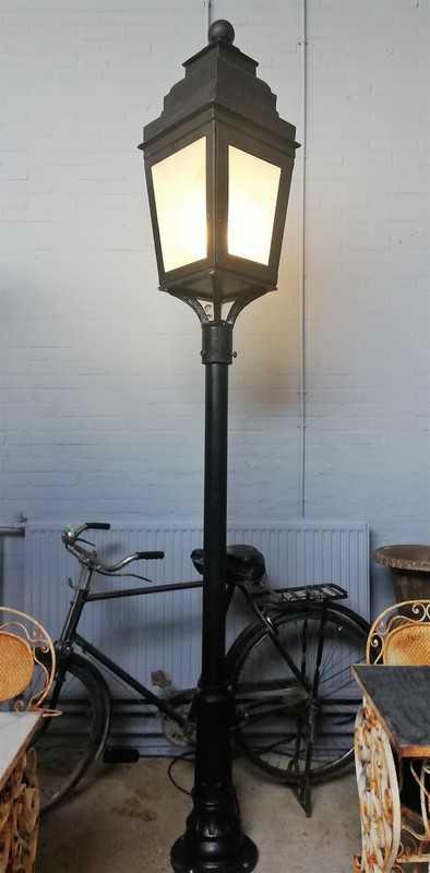 Antique lamppost-1