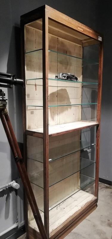 Antieke Open Kast Met Glazen Planken - 1