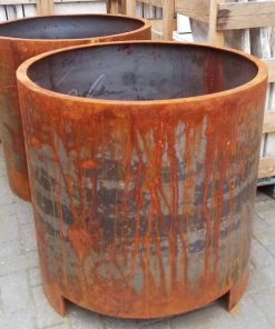Big Sleek Round Iron Pots-3