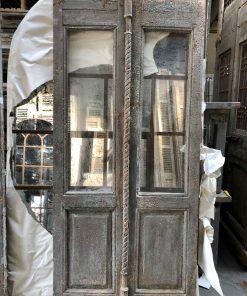 Antieke groene dubbele deur met glas va