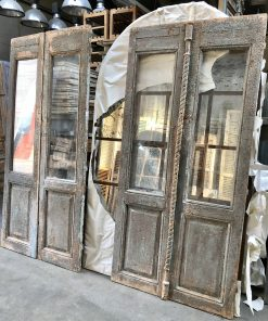 Antieke groene dubbele deur met glas za