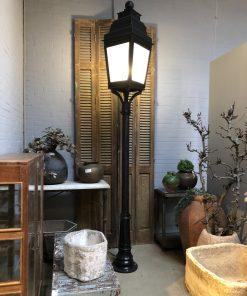 Antieke zwarte gietijzeren lantaarnpaal za empire bv